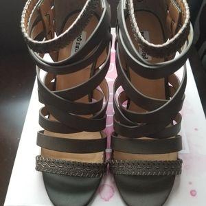 Women strappy sandal